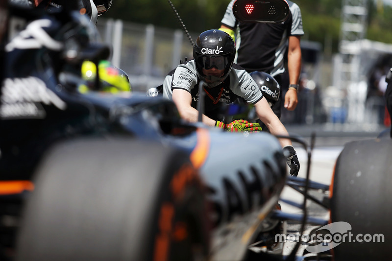 Boxenstopp-Training: Sergio Perez, Sahara Force India F1 VJM09