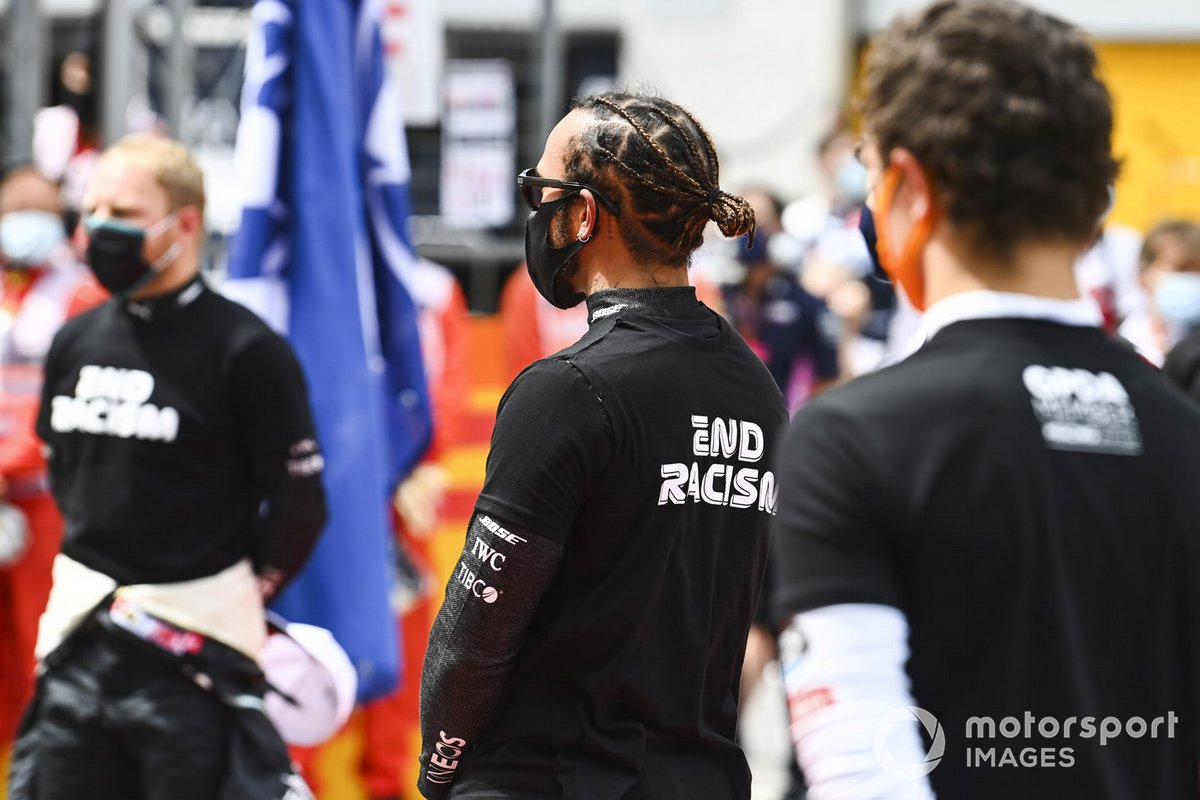Valtteri Bottas, Mercedes-AMG Petronas F1, Lewis Hamilton, Mercedes-AMG Petronas F1, and Lando Norris, McLaren, on the grid prior to the start