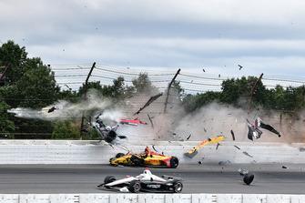 Crash: Robert Wickens, Schmidt Peterson Motorsports Honda, James Hinchcliffe, Schmidt Peterson Motorsports Honda, Ryan Hunter-Reay, Andretti Autosport Honda, Pietro Fittipaldi, Dale Coyne Racing Honda