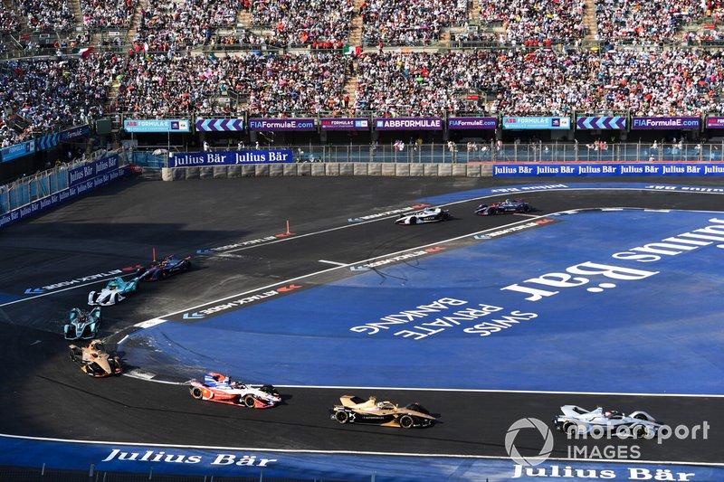 Edoardo Mortara Venturi Formula E, Venturi VFE05 precede Andre Lotterer, DS TECHEETAH, DS E-Tense FE19 e Jérôme d'Ambrosio, Mahindra Racing, M5 Electro