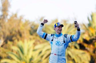 Edoardo Mortara Venturi Formula E, Venturi VFE05, 3rd position, celebrates as he approaches the podium