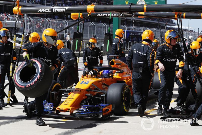 Fernando Alonso, McLaren MCL33, se retira de la carrera