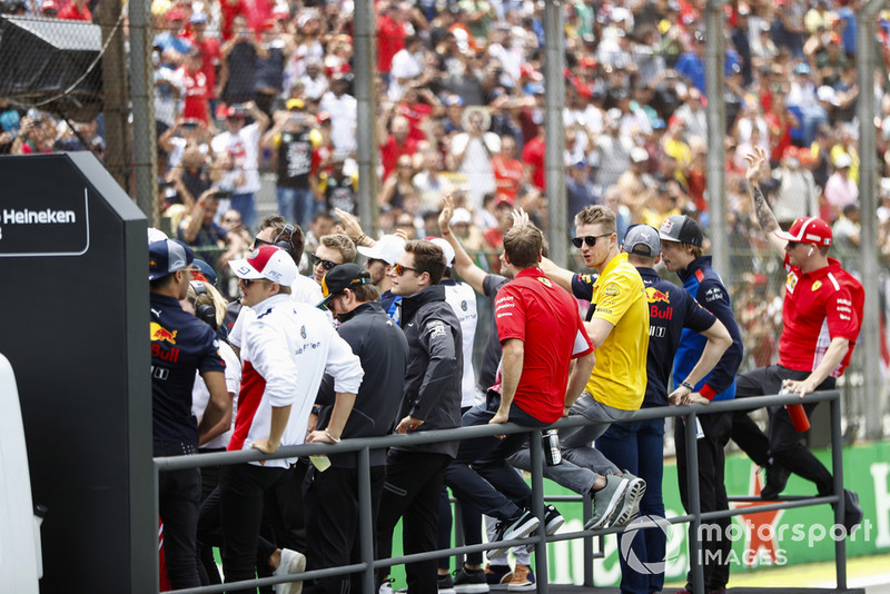 The drivers' parade. L-R: Daniel Ricciardo, Red Bull Racing, Marcus Ericsson, Sauber, Fernando Alonso, McLaren, Sergey Sirotkin, Williams Racing. Stoffel Vandoorne, McLaren, Pierre Gasly, Toro Rosso, Charles Leclerc, Sauber, Sebastian Vettel, Ferrari, Nico Hulkenberg, Renault Sport F1 Team, Max Verstappen, Red Bull Racing, Brendon Hartley, Toro Rosso, and Kimi Raikkonen, Ferrari.