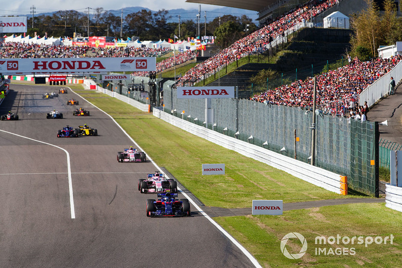 Pierre Gasly, Scuderia Toro Rosso STR13, leads Sergio Perez, Racing Point Force India VJM11, and Esteban Ocon, Racing Point Force India VJM11