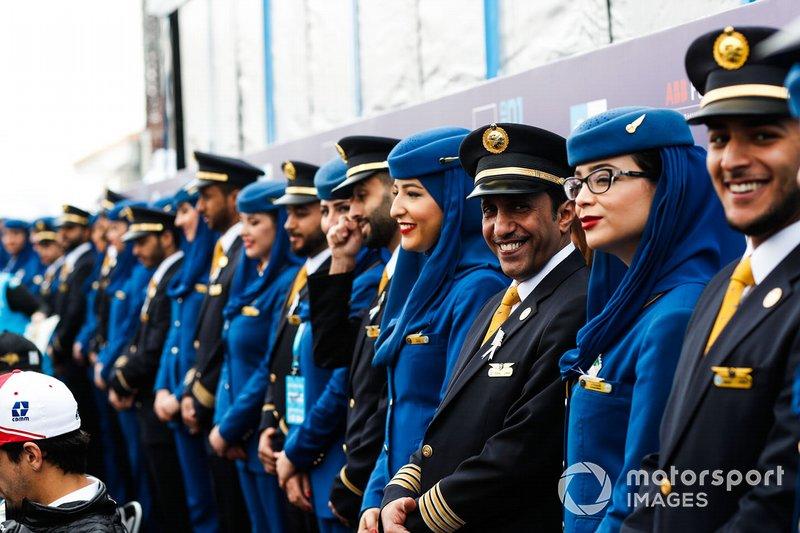 Стюарди та пілоти Saudia Airline