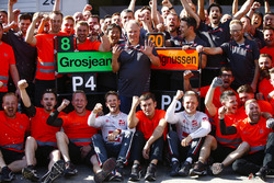 Romain Grosjean, Haas F1 Team, Kevin Magnussen, Haas F1 Team, and the Haas F1 team celebrate the team's best finish to date