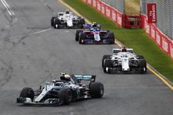 Валттери Боттас, Mercedes AMG F1 W09, Лэнс Стролл, Williams FW41, Маркус Эрикссон, Alfa Romeo Sauber C37, Пьер Гасли, Scuderia Toro Rosso STR13, и Шарль Леклер, Alfa Romeo Sauber C37