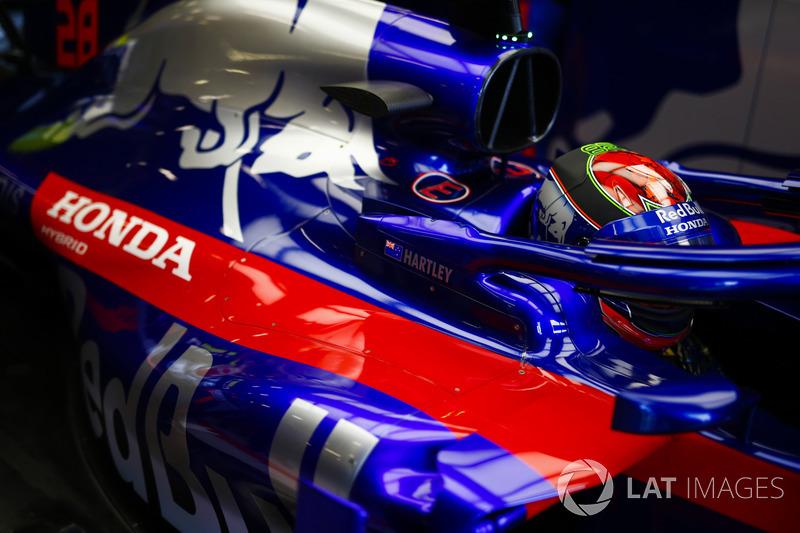 Brendon Hartley, Toro Rosso STR13 Honda, in his cockpit
