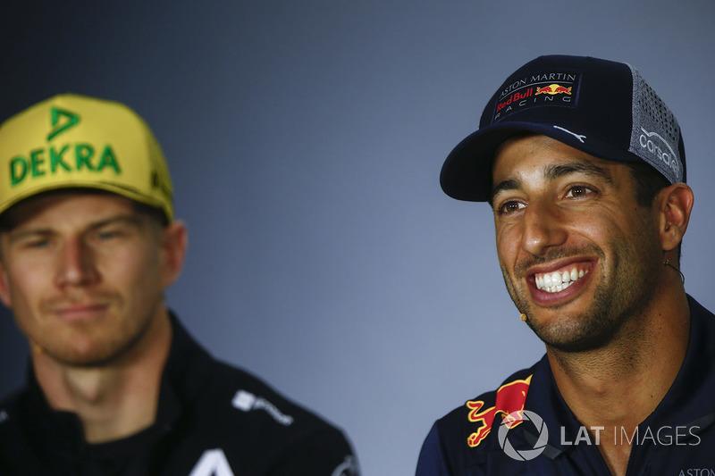 Nico Hulkenberg, Renault Sport F1 Team, Daniel Ricciardo, Red Bull Racing