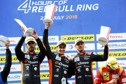 Podium: vainqueurs #26 G-Drive Racing Oreca 07 - Gibson: Roman Rusinov, Andrea Pizzitola, Jean-Eric Vergne,