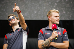 Romain Grosjean, Haas F1 Team, Kevin Magnussen, Haas F1 Team, on stage
