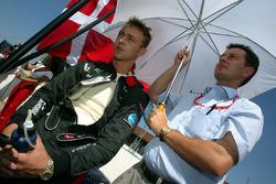 Nicolas Kiesa, Minardi on the grid with his Manager Piers Hunnisett