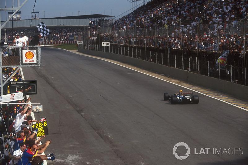 Nigel Mansell, Williams FW14B, sous le drapeau à damier