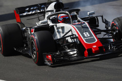 Romain Grosjean, Haas F1 Team VF-18, lastiklerini kilitliyor