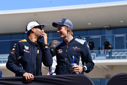 Daniel Ricciardo, Red Bull Racing and Brendon Hartley, Scuderia Toro Rosso on the drivers parade