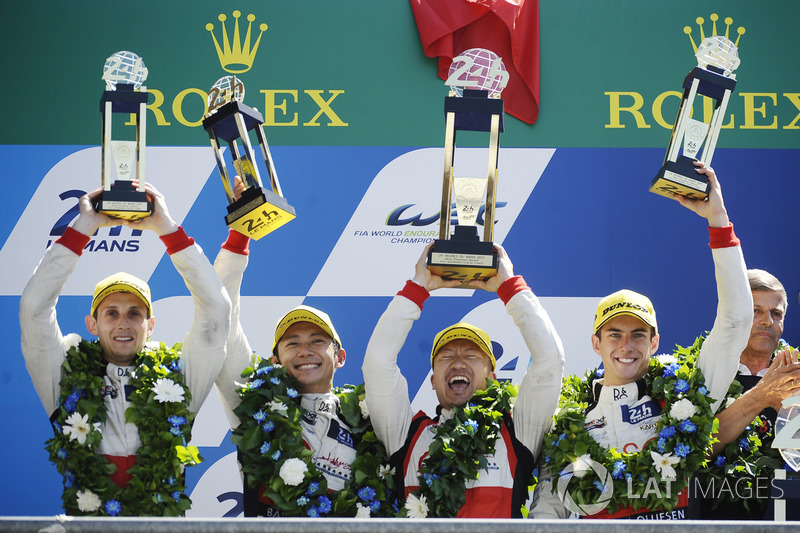 Podium: 2. #38 DC Racing Oreca 07 Gibson: Ho-Pin Tung, Oliver Jarvis, Thomas Laurent, Teammanager David Cheng
