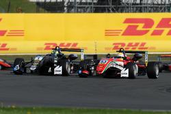 Joel Eriksson, Motopark, Dallara F317 - Volkswagen; Callum Ilott, Prema Powerteam, Dallara F317 - Me
