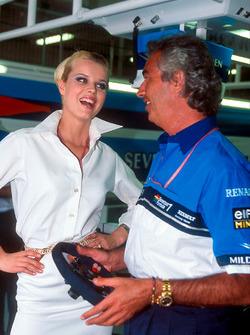 Флавіо Бріаторе (Benetton) з топ-моделлю Євою Герциговою