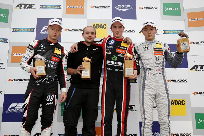 Podium : le vainqueur Joel Eriksson, Motopark Dallara F317 - Volkswagen, le deuxième Nikita Mazepin, Hitech Grand Prix, Dallara F317 - Mercedes-Benz, le troisième Tadasuke Makino, Hitech Grand Prix, Dallara F317 - Mercedes-Benz