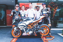Pol Espargaro dan Bradley Smith dengan KTM RC 390