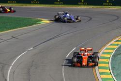 Stoffel Vandoorne, McLaren MCL32, leads Antonio Giovinazzi, Sauber C36