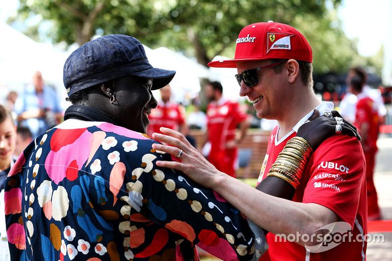 Kimi Räikkönen, Ferrari, mit Mr. Moko