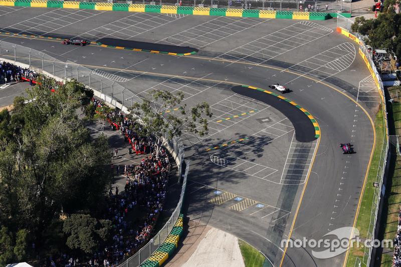 Felipe Massa, Williams FW40, Daniil Kvyat, Scuderia Toro Rosso STR12