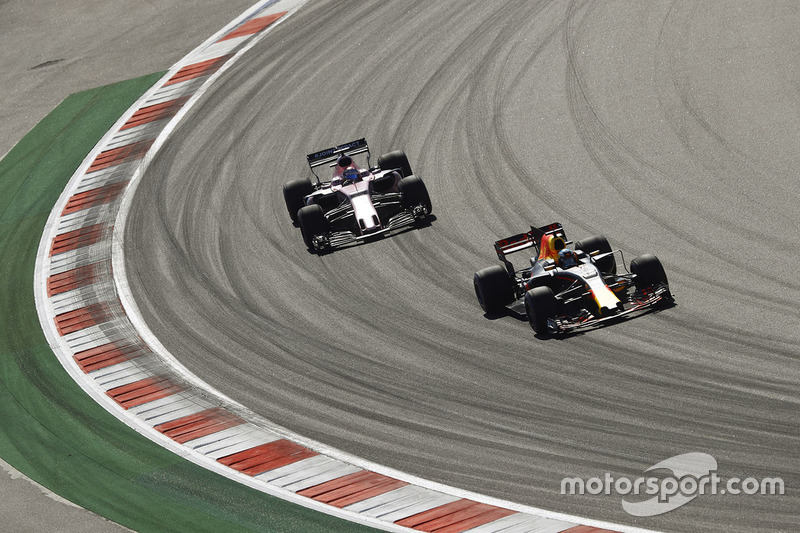 Daniel Ricciardo, Red Bull Racing RB13, Sergio Perez, Sahara Force India F1 VJM10