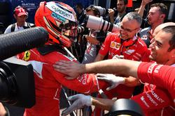 Ganador de la pole Kimi Raikkonen, Ferrari celebra en parc ferme