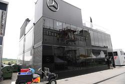 Моторхоум Mercedes AMG F1 W08
