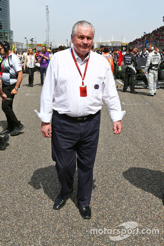 Alan Jones, FIA Steward op de grid