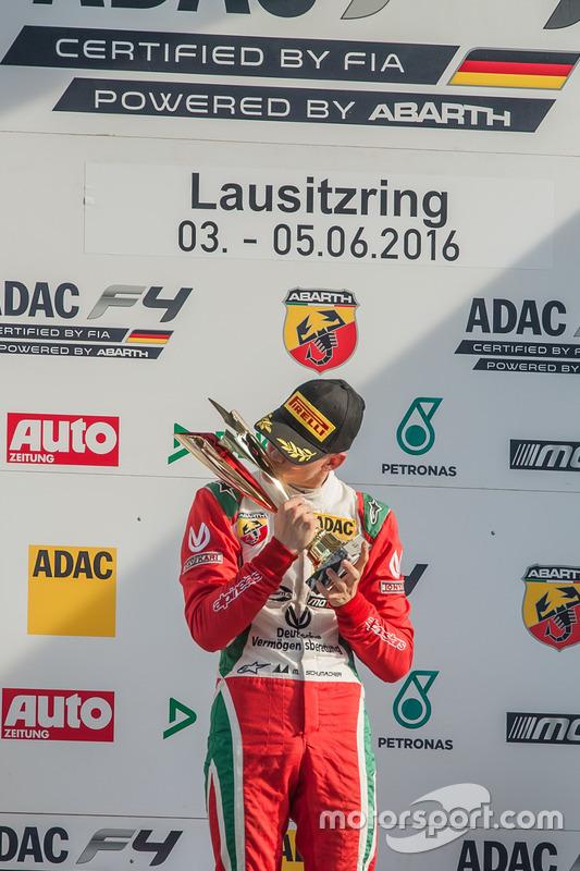 Podium: Sieger Mick Schumacher, Prema Powerteam
