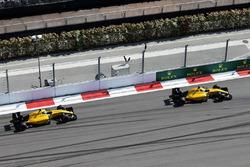 Kevin Magnussen, Renault Sport F1 Team RS16 en Jolyon Palmer, Renault Sport F1 Team RS16