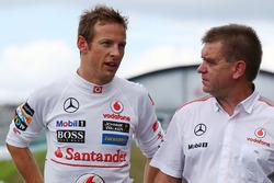 Jenson Button, McLaren con Dr. Aki Hintsa, Doctor de McLaren