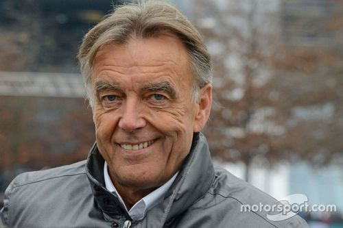 Шоу Stars and Cars от Mercedes AMG