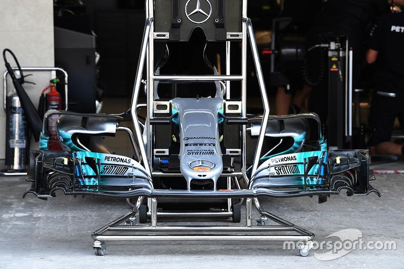 Носовой обтекатель и переднее крыло Mercedes-Benz F1 W08