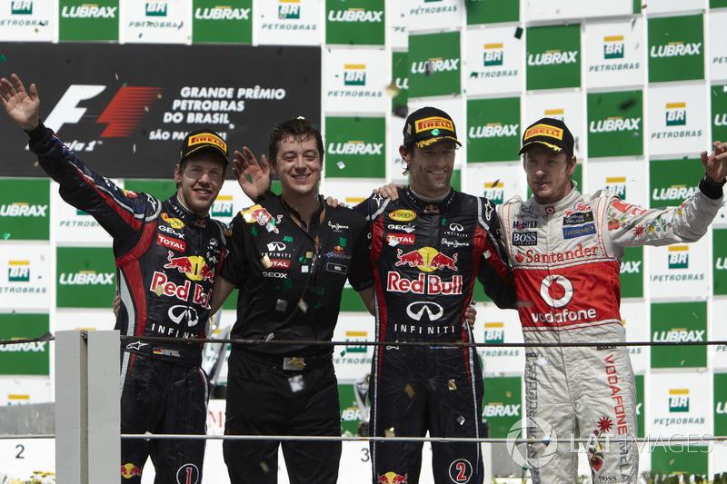 2011. Інтерлагос. Подіум: 1. Марк Веббер, Red Bull Renault. 2. Себастьян Феттель, Red Bull Renault. Дженсон Баттон, McLaren Mercedes