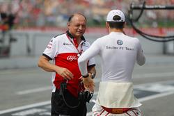 Frederic Vasseur, Team Principal, Sauber, con Charles Leclerc, Sauber