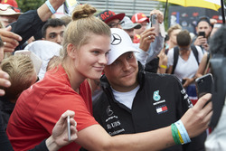 Valtteri Bottas, Mercedes AMG F1, has his photo taken with a fan