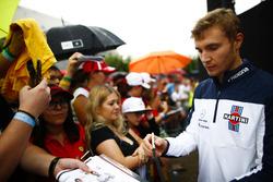 Sergey Sirotkin, Williams ,firma autógrafos para fanáticos