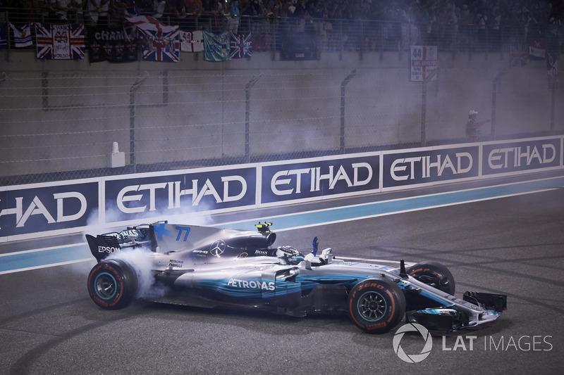 Bottas und Mercedes feiern den Sieg