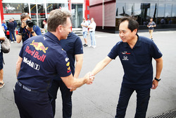 Christian Horner, teambaas Red Bull Racing, met Toyoharu Tanabe, F1 Technical Director, Honda