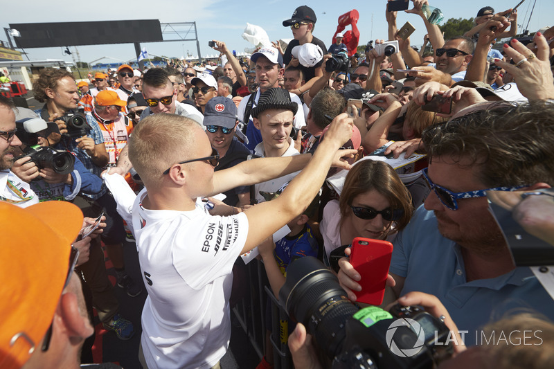Valtteri Bottas, Mercedes AMG F1, signs autographs for fans