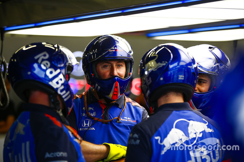 The Toro Rosso pit crew