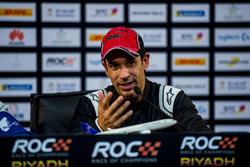 Еліо Кастроневес на прес-конференції