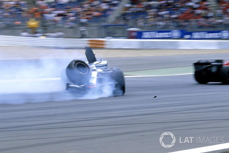 Kimi Raikkonen, McLaren Mercedes MP4-20, kaza
