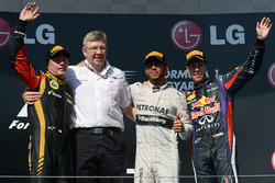 Podium: second place Kimi Raikkonen, Lotus F1 Team, Ross Brawn, Mercedes AMG F1 Team Principal, race