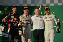 Podium: second place Daniel Ricciardo, Red Bull Racing, Race winner Nico Rosberg, Mercedes AMG F1, Andy Cowell (GBR) Managing Director, Mercedes AMG High Performance Powertrains, third place Kevin Magnussen, McLaren