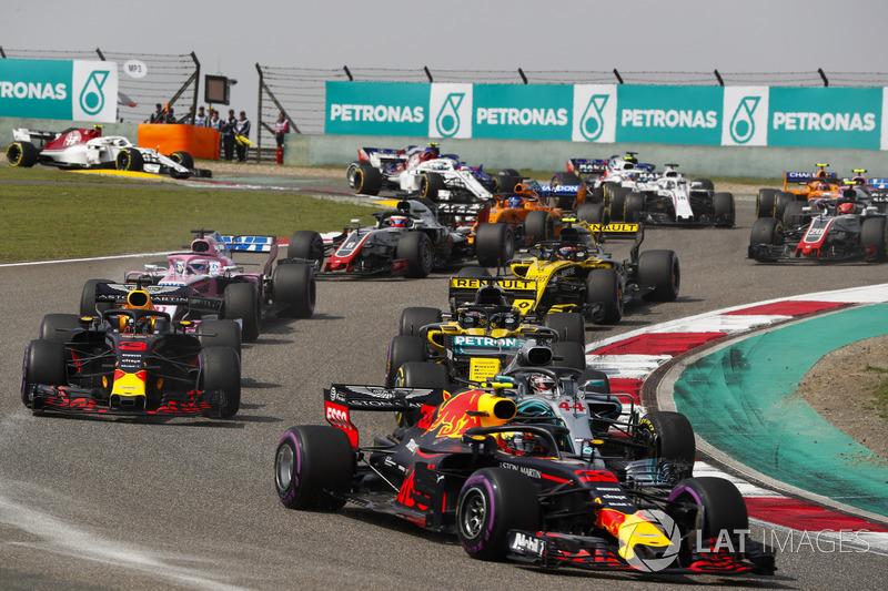 Max Verstappen, Red Bull Racing RB14 Tag Heuer, Lewis Hamilton, Mercedes AMG F1 W09, Daniel Ricciardo, Red Bull Racing RB14 Tag Heuer, Nico Hulkenberg, Renault Sport F1 Team R.S. 18, Sergio Perez, Force India VJM11 Mercedes, y el resto del grupo