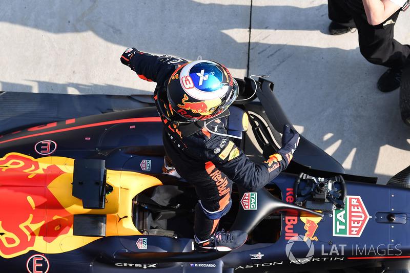 Le vainqueur Daniel Ricciardo, Red Bull Racing RB14 dans le Parc Fermé